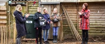 -Nieuwsbericht-  Regenton van basisschool De Aquarel voor buurttuin de Fluweeltuin